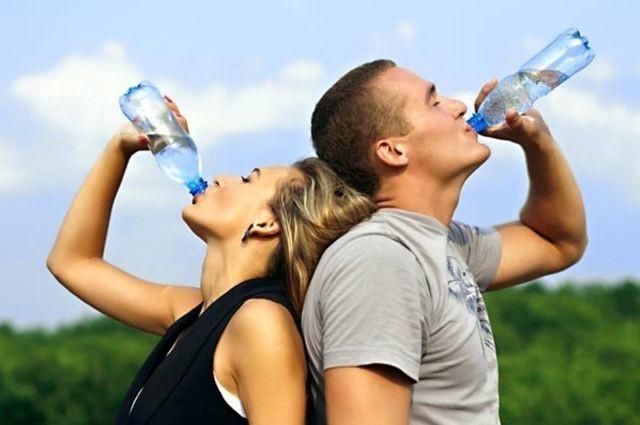 Không muốn hỏng hết gan thận thì đừng bao giờ uống nước kiểu này ảnh 1
