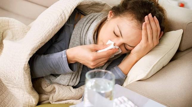 Cách phân biệt nhiễm Covid-19 và cảm cúm thông thường ảnh 1