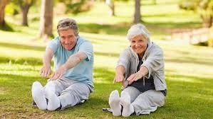 Bác sĩ khuyên người cao tuổi những việc nên làm để chống COVID-19 ảnh 3