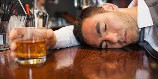 Sự thật về thông tin uống rượu 'chống' được COVID-19 ảnh 1