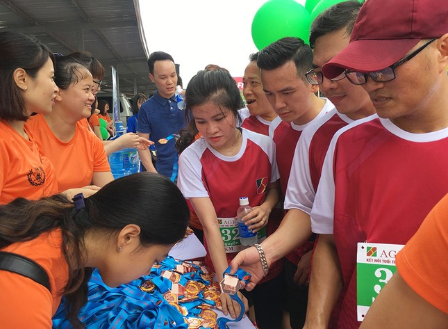 Giải chạy Marathon gây quỹ từ thiện của Đoàn Thanh niên Agribank ảnh 15
