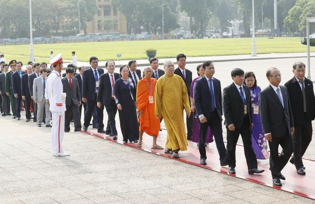 Đoàn đại biểu Mặt trận Tổ quốc Việt Nam vào lăng viếng Bác Hồ ảnh 4