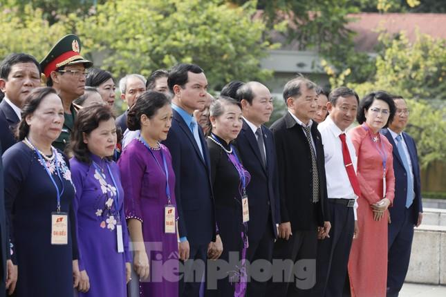Đoàn đại biểu Mặt trận Tổ quốc Việt Nam vào lăng viếng Bác Hồ ảnh 8