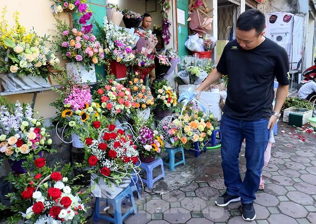 Nhộn nhịp thị trường hoa, quà tặng ngày 20-10 ảnh 6