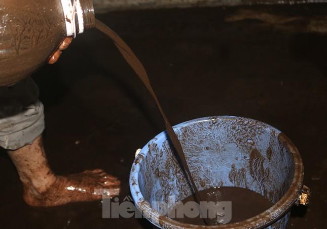 Nghi váng dầu đặc sánh trong bể nước chung cư Golden Land sau sự cố nước Sông Đà ảnh 10