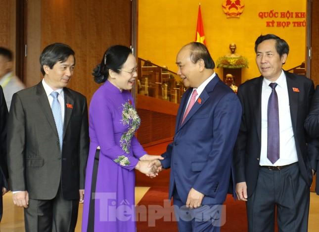 Đoàn đại biểu Quốc hội vào lăng viếng Chủ tịch Hồ Chí Minh ảnh 12
