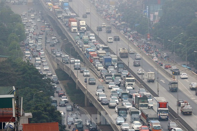 Người dân dùng phương tiện cá nhân về quê, bến xe Hà Nội vắng khách ảnh 15