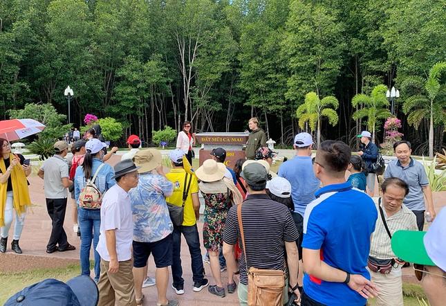 Nghìn người đổ về Đất Mũi tham quan 'Cột cờ Hà Nội' ảnh 4