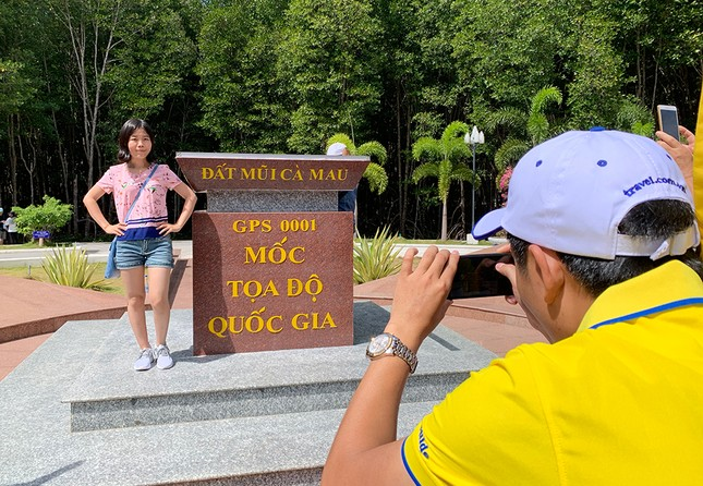 Nghìn người đổ về Đất Mũi tham quan 'Cột cờ Hà Nội' ảnh 5