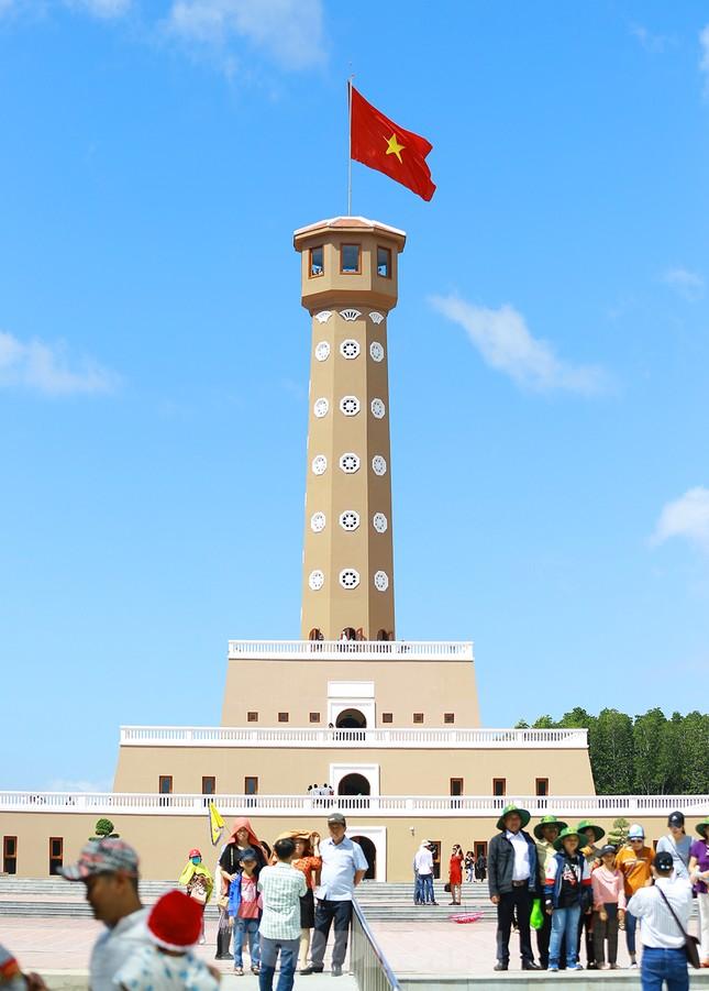 Nghìn người đổ về Đất Mũi tham quan 'Cột cờ Hà Nội' ảnh 7