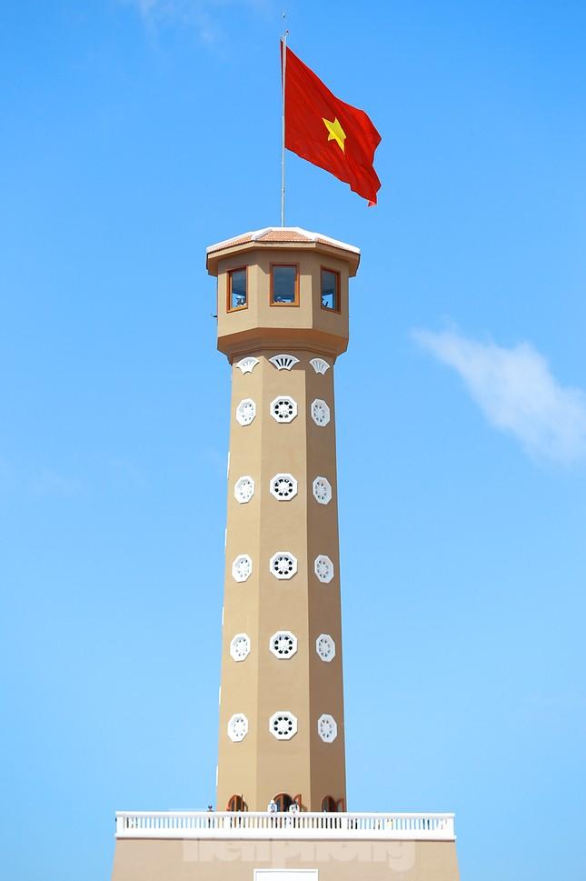 Nghìn người đổ về Đất Mũi tham quan 'Cột cờ Hà Nội' ảnh 8