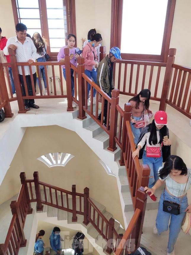 Nghìn người đổ về Đất Mũi tham quan 'Cột cờ Hà Nội' ảnh 11