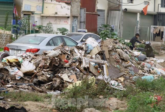Tận thấy bãi rác tự phát bốc mùi xú uế giữa Thủ đô ảnh 10