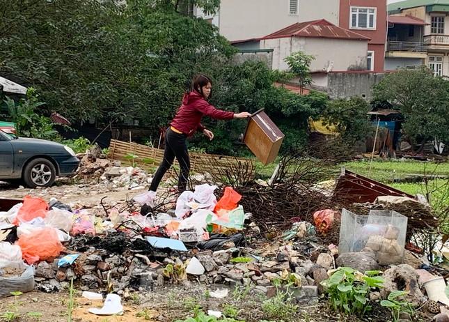Tận thấy bãi rác tự phát bốc mùi xú uế giữa Thủ đô ảnh 12
