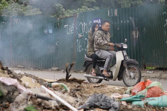 Tận thấy bãi rác tự phát bốc mùi xú uế giữa Thủ đô ảnh 13
