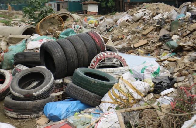 Tận thấy bãi rác tự phát bốc mùi xú uế giữa Thủ đô ảnh 4