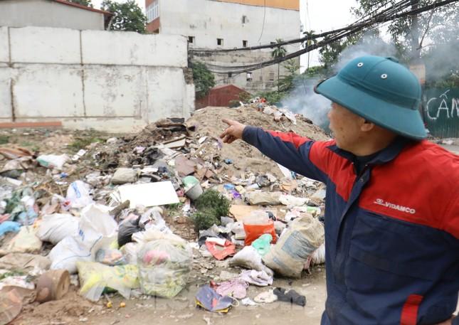 Tận thấy bãi rác tự phát bốc mùi xú uế giữa Thủ đô ảnh 5