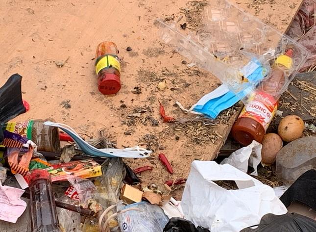 Tận thấy bãi rác tự phát bốc mùi xú uế giữa Thủ đô ảnh 6