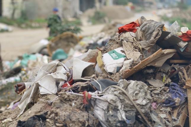 Tận thấy bãi rác tự phát bốc mùi xú uế giữa Thủ đô ảnh 7