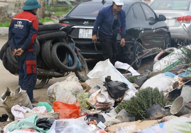Tận thấy bãi rác tự phát bốc mùi xú uế giữa Thủ đô ảnh 8