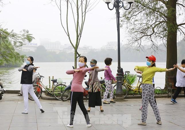 Người Hà Nội tập thể dục thời chống dịch Covid -19 ảnh 10