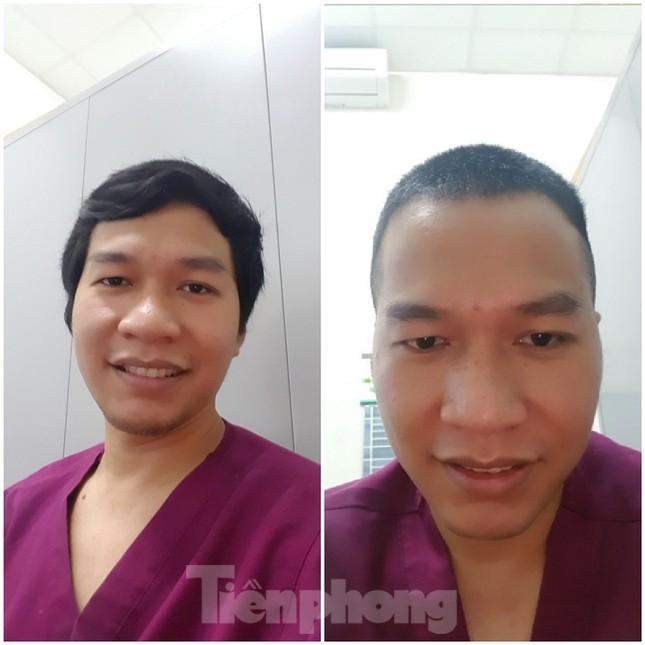 Phút thư giãn hiếm hoi của y, bác sĩ nơi tuyến đầu chống dịch COVID-19 ảnh 6