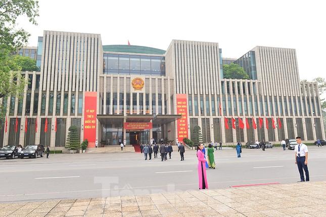 Các đại biểu Quốc hội vào Lăng viếng Chủ tịch Hồ Chí Minh ảnh 8
