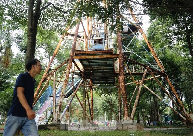 Khu vui chơi bị bỏ hoang nhiều năm trong Công viên Tuổi trẻ ảnh 2