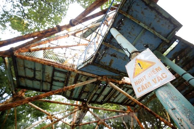 Khu vui chơi bị bỏ hoang nhiều năm trong Công viên Tuổi trẻ ảnh 4