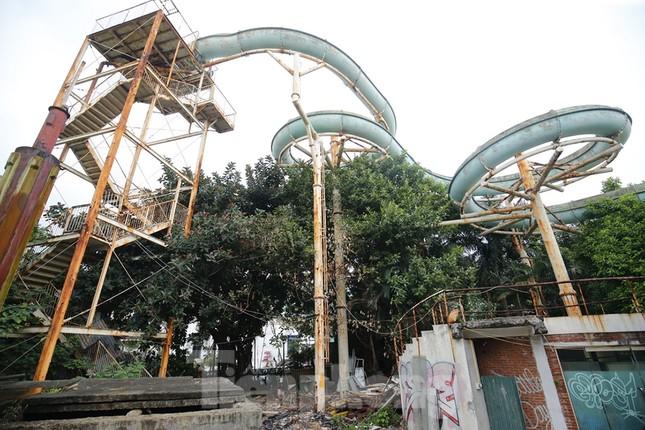 Khu vui chơi bị bỏ hoang nhiều năm trong Công viên Tuổi trẻ ảnh 7