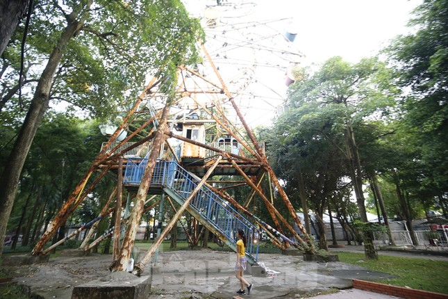 Khu vui chơi bị bỏ hoang nhiều năm trong Công viên Tuổi trẻ ảnh 6