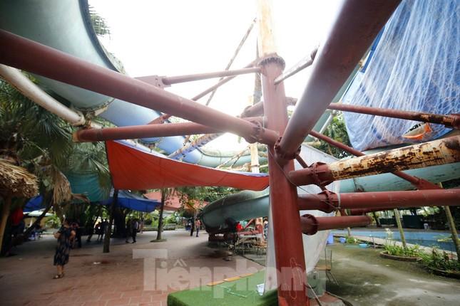 Khu vui chơi bị bỏ hoang nhiều năm trong Công viên Tuổi trẻ ảnh 8