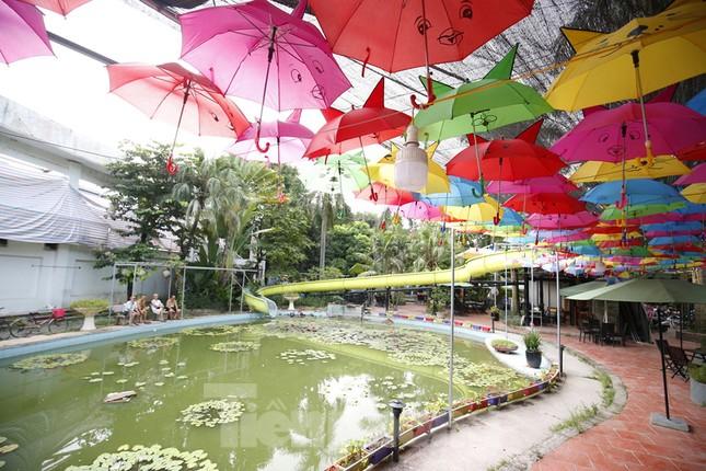 Khu vui chơi bị bỏ hoang nhiều năm trong Công viên Tuổi trẻ ảnh 9