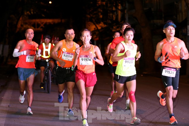 Tìm ra nhà vô địch giải chạy đêm Hanoi Midnight ảnh 11