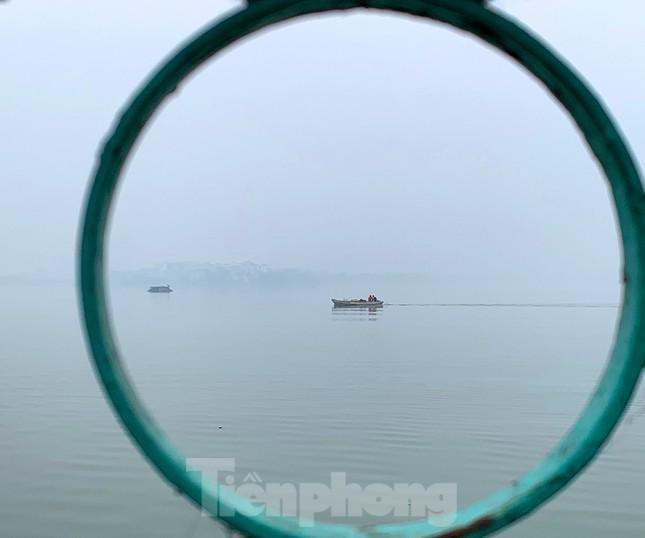 Hà Nội mịt mù trong màn sương dày đặc mỗi sáng ảnh 12