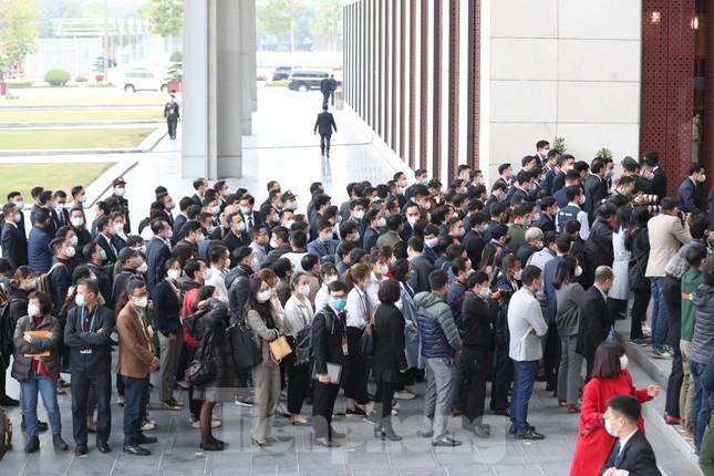 Xét nghiệm COVID-19 nhanh cho hàng nghìn cán bộ tham gia phục vụ Đại hội Đảng ảnh 5