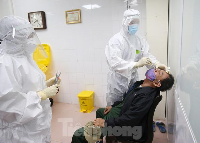 Tiêm thử nghiệm vắc xin ngừa COVID-19 giai đoạn 2 cả người có bệnh lý nền ảnh 14