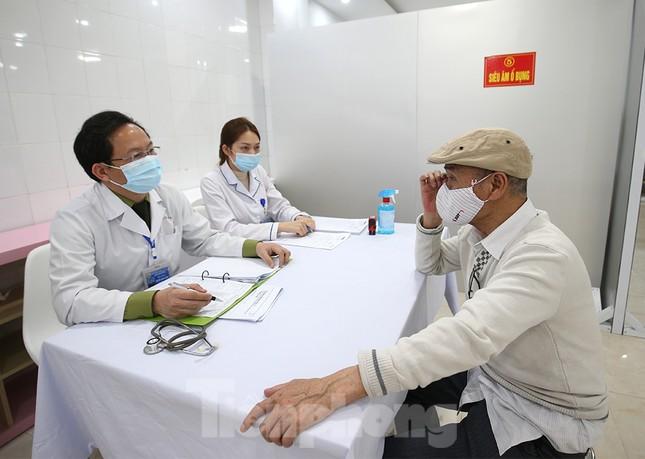 Tiêm thử nghiệm vắc xin ngừa COVID-19 giai đoạn 2 cả người có bệnh lý nền ảnh 7