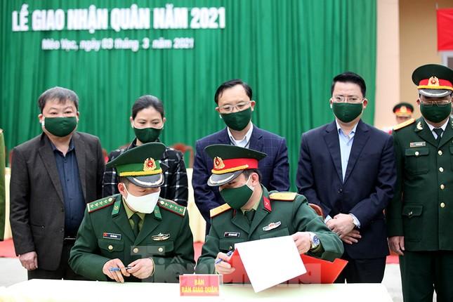 Tân binh huyện Mèo Vạc, Hà Giang xúc động chia tay người thân lên đường nhập ngũ ảnh 11
