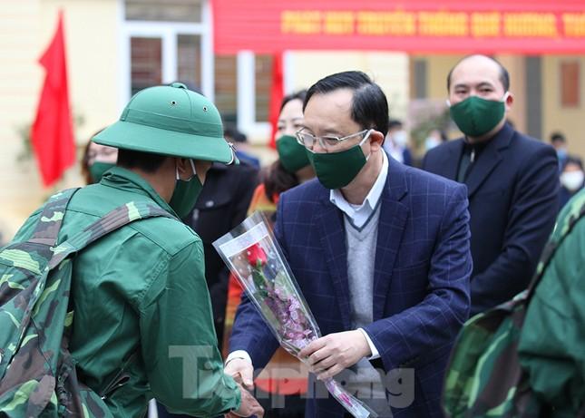 Tân binh huyện Mèo Vạc, Hà Giang xúc động chia tay người thân lên đường nhập ngũ ảnh 12