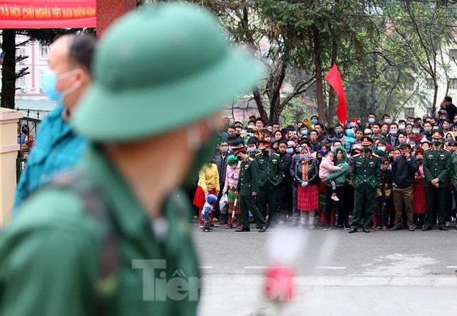 Tân binh huyện Mèo Vạc, Hà Giang xúc động chia tay người thân lên đường nhập ngũ ảnh 16