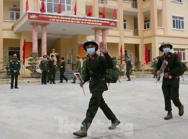 Tân binh huyện Mèo Vạc, Hà Giang xúc động chia tay người thân lên đường nhập ngũ ảnh 17