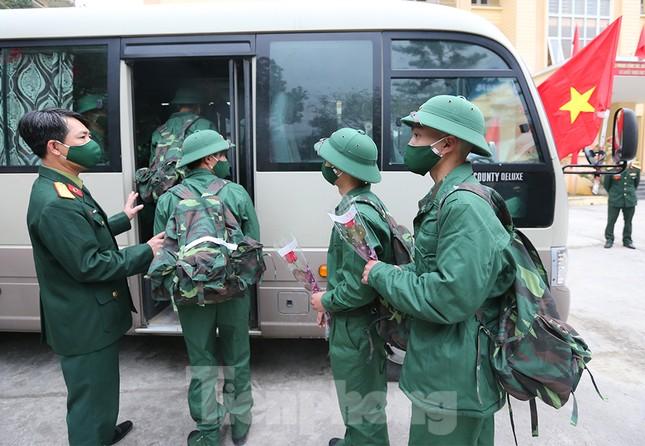 Tân binh huyện Mèo Vạc, Hà Giang xúc động chia tay người thân lên đường nhập ngũ ảnh 18