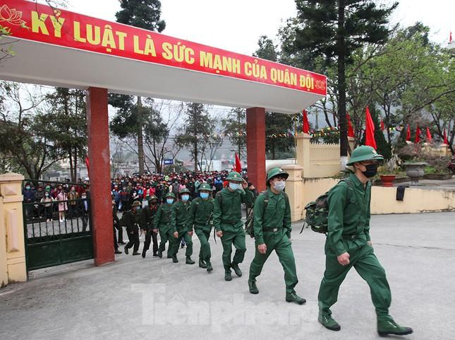 Tân binh huyện Mèo Vạc, Hà Giang xúc động chia tay người thân lên đường nhập ngũ ảnh 5