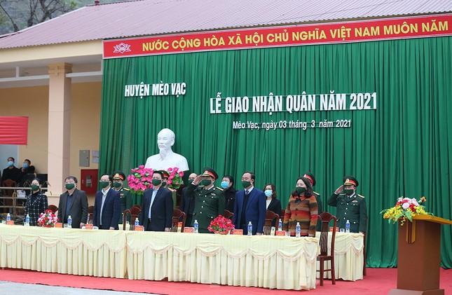 Tân binh huyện Mèo Vạc, Hà Giang xúc động chia tay người thân lên đường nhập ngũ ảnh 6