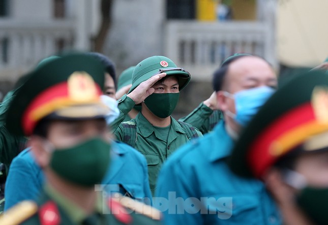 Tân binh huyện Mèo Vạc, Hà Giang xúc động chia tay người thân lên đường nhập ngũ ảnh 7