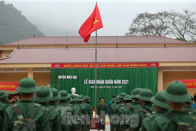 Tân binh huyện Mèo Vạc, Hà Giang xúc động chia tay người thân lên đường nhập ngũ ảnh 8