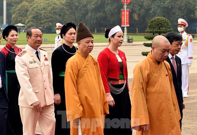 Lãnh đạo Đảng, Nhà nước và các ĐBQH vào lăng viếng Chủ tịch Hồ Chí Minh ảnh 10