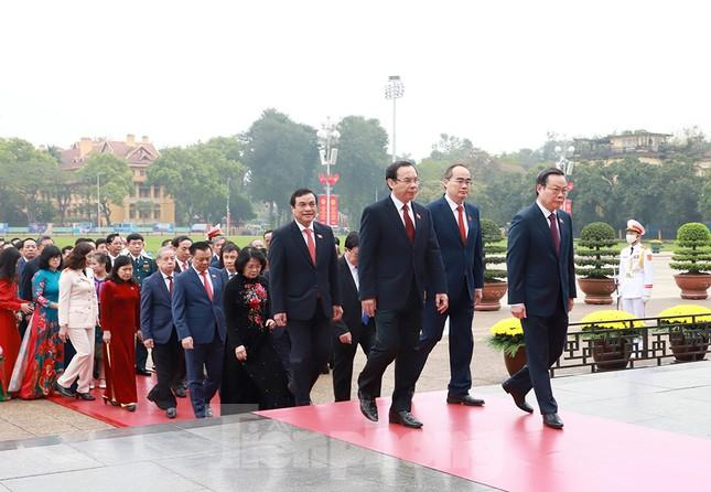 Lãnh đạo Đảng, Nhà nước và các ĐBQH vào lăng viếng Chủ tịch Hồ Chí Minh ảnh 8