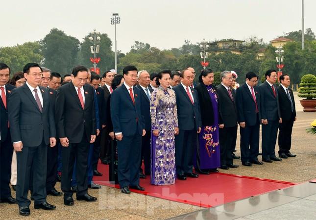 Lãnh đạo Đảng, Nhà nước và các ĐBQH vào lăng viếng Chủ tịch Hồ Chí Minh ảnh 7